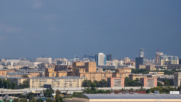 Luftaufnahme der stadt moskau. zentrum von moskau. hausdach