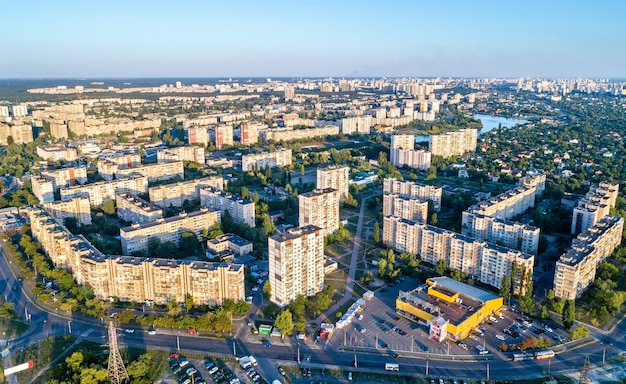 Luftaufnahme des bezirks raiduzhnyi von kiew, der hauptstadt der ukraine