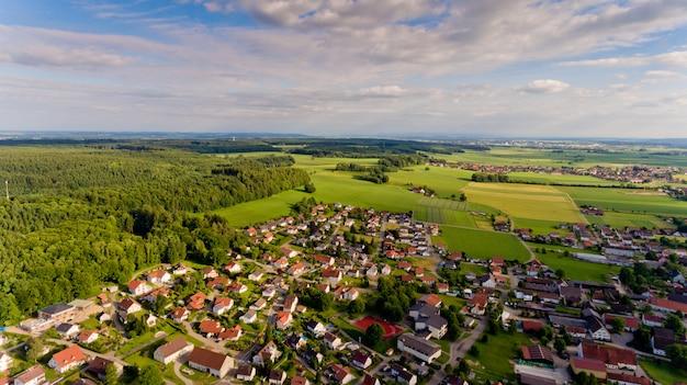 Luftaufnahme des dorfes boos in bayern. deutschland.