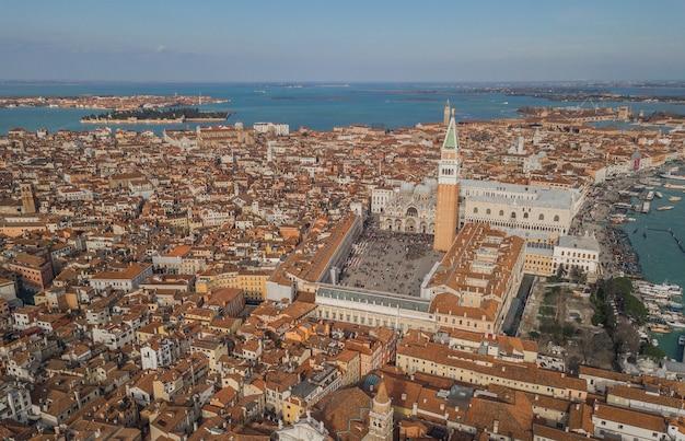 Luftaufnahme des markusplatzes in venedig