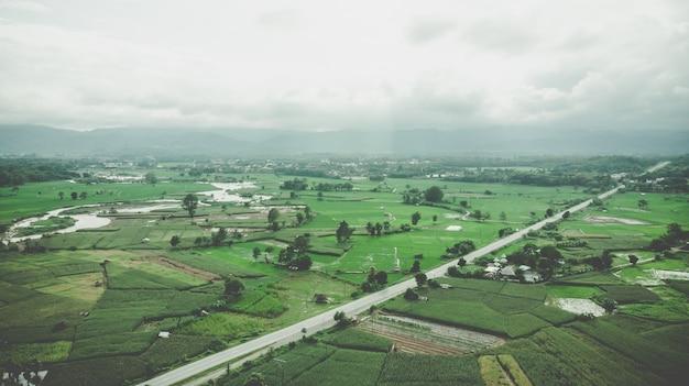 Luftaufnahme des terrassenreisfeldes in nan, thailand