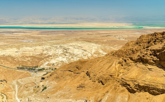 Luftaufnahme des toten meeres in der jüdischen wüste - israel