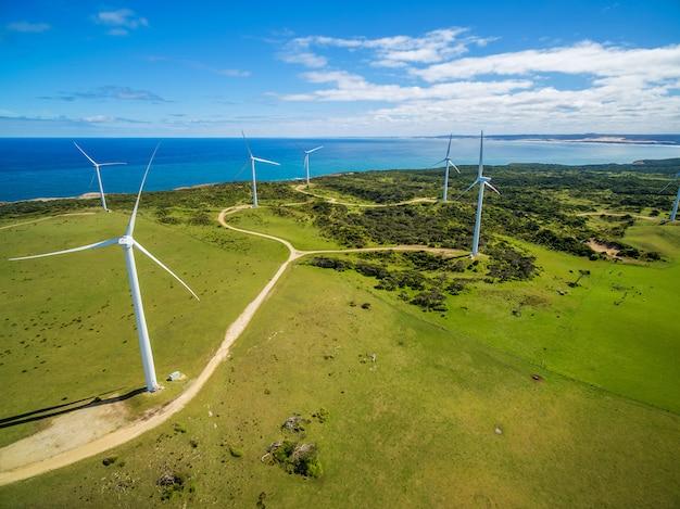 Luftaufnahme des windparks im ländlichen gebiet