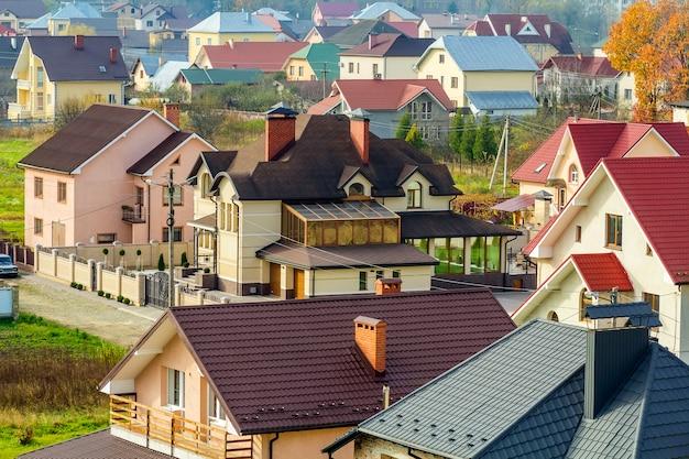 Luftaufnahme des wohngebiets mit modernen häusern