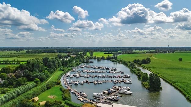 Luftaufnahme des yachthafens, niederlande