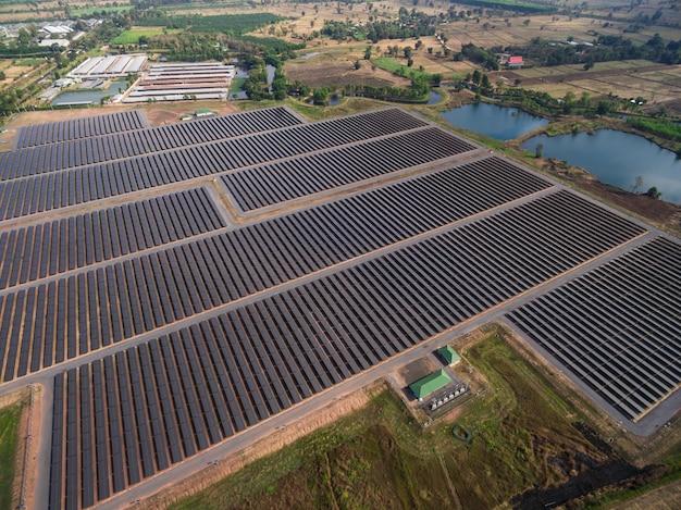 Luftaufnahme eines sonnenkollektorparks