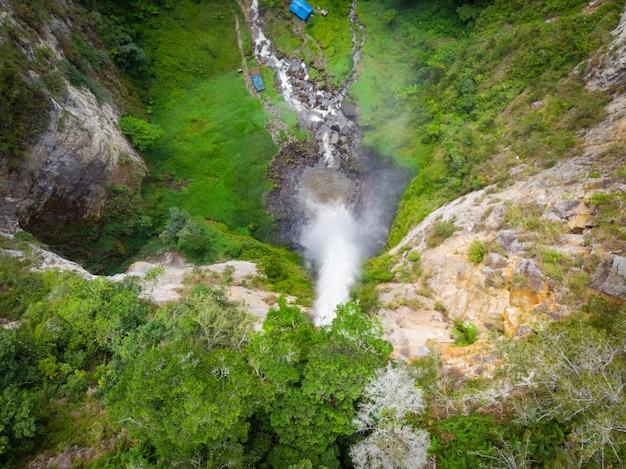 Luftaufnahme sipiso-piso-wasserfall in sumatra