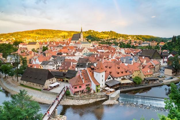 Luftaufnahme über der alten stadt von cesky krumlov, tschechische republik