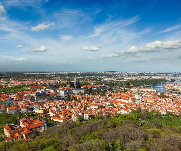 Luftaufnahme von hradchany: die st.-vitt-kathedrale
