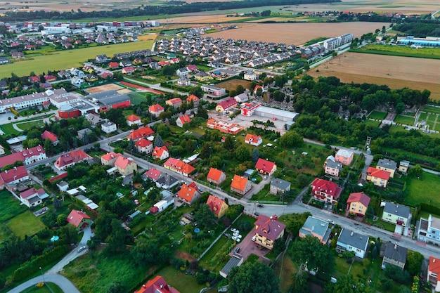 Luftaufnahme von kleinen tpwn in europa