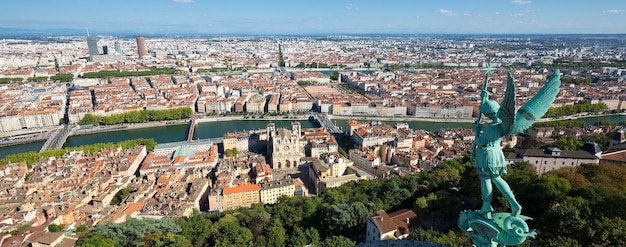 Luftaufnahme von lyon von der spitze von notre dame de fourviere, frankreich, europa