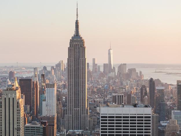 Luftaufnahme von manhattan, new york, am sonnenuntergang