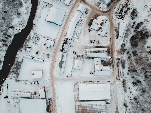 Luftaufnahme von mit schnee bedeckten häusern