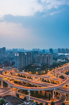 Luftaufnahme von shanghai überführung bei nacht