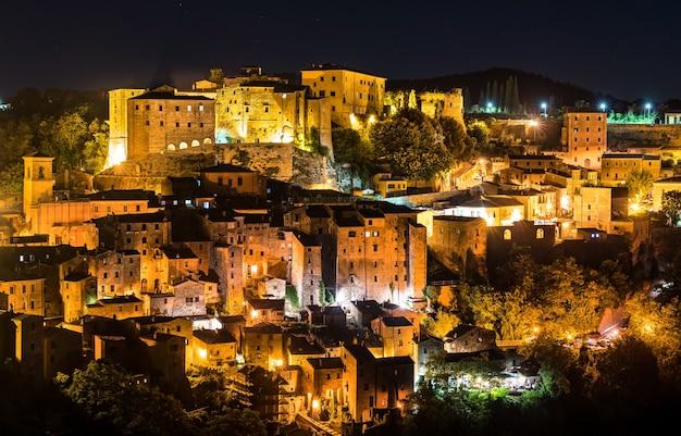 Luftaufnahme von sorano, einer stadt in der provinz grosseto, südliche toskana, italien