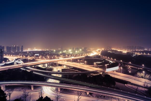 Luftaufnahme von suzhou überführung bei nacht
