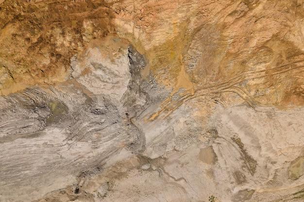 Luftaufnahme von wüstenlandschaften abstrakter naturalismus von der abstrakten bis zur figurativen zeitgenössischen fotokunst luftaufnahme von rotem schmutz sandigen hintergrundtextur draufsicht
