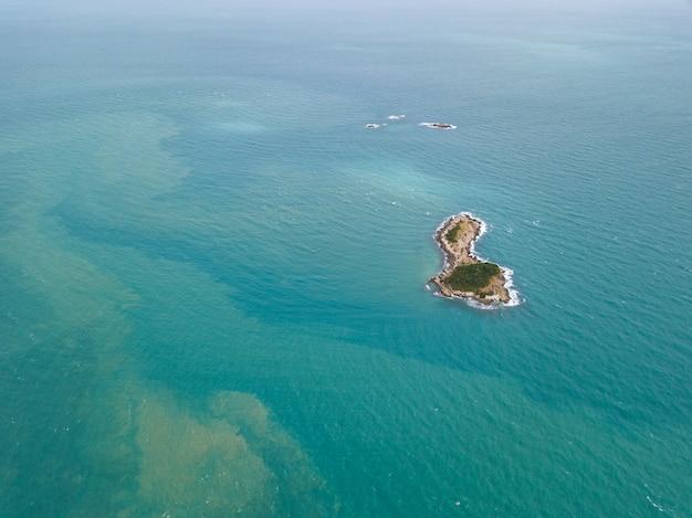 Luftaufnahmen der kleinen insel vor ko samet, thailand