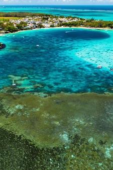 Luftaufnahmen der ostküste der insel mauritius.