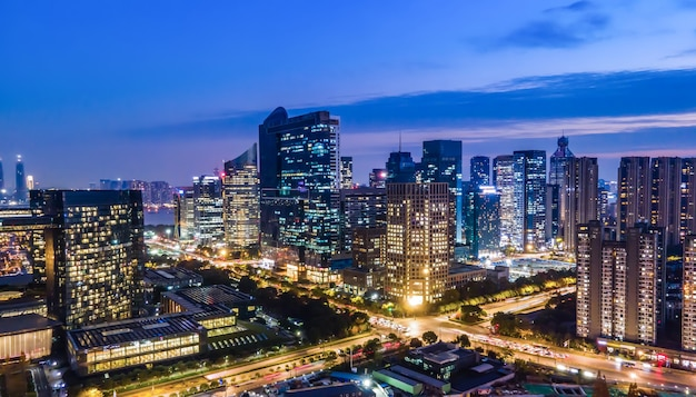 Luftaufnahmen-nachtansicht der modernen stadtarchitekturlandschaft in hangzhou, china