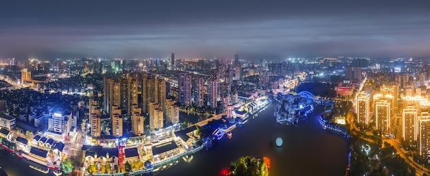Luftaufnahmen von gebäuden der stadt wenzhou bei nacht