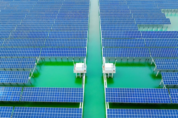 Luftaufnahmen von industriellen new energy solar pv-modulen bei sonnenuntergang