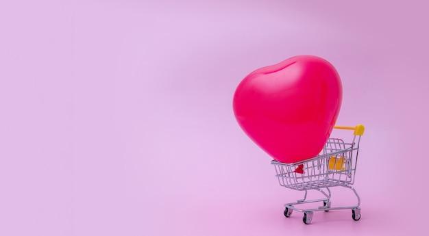 Luftballon im einkaufswagen - verkauf valentinstagkonzept im bannerformat