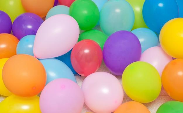 Luftballons hintergrund zum geburtstag