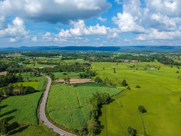 Luftbild der dorflandschaft in thiland.