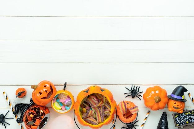 Luftbild der tischplatteansicht der dekoration glückliches halloween-tageshintergrundkonzept.