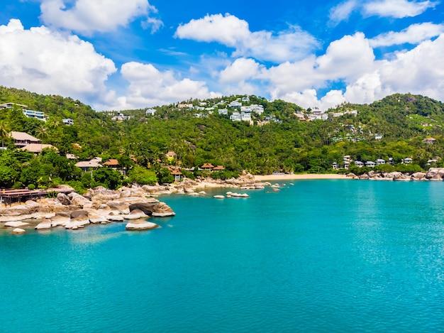 Luftbild des schönen tropischen strandes