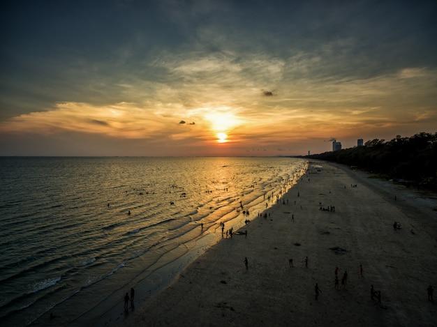 Luftbild des strandes in thailand