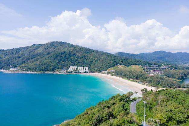 Luftbild strand meer im sommer natur und reisekonzept