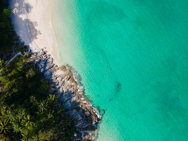 Luftbild-top-strand-meer-sommer-hintergrund