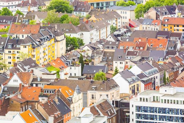 Luftbild von häusern und dächern in köln, deutschland