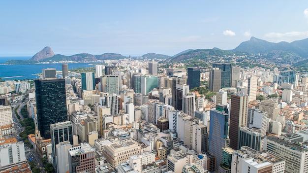 Luftbild von im stadtzentrum gelegenem rio de janeiro, brasilien.