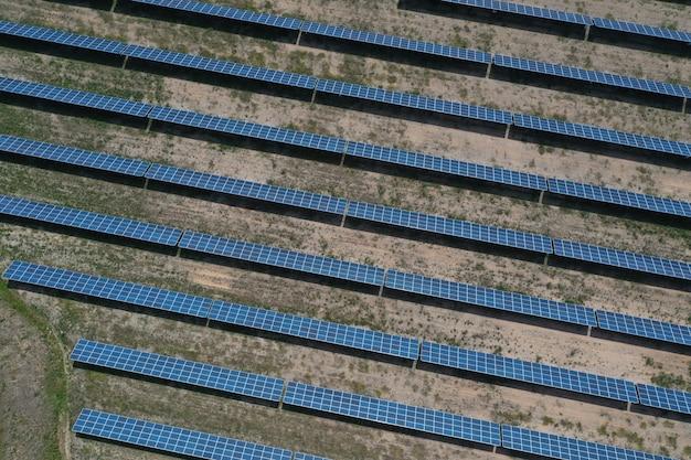 Luftbild von sonnenkollektoren
