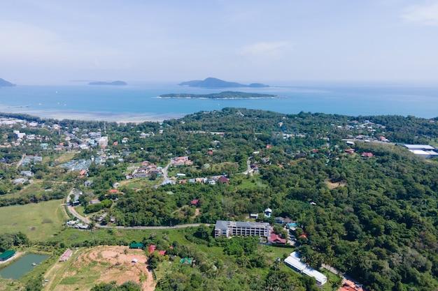 Luftbilddrohne von rawai phuket thailand city