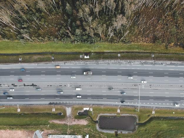 Luftbildhochgeschwindigkeitsstraßen, autos, flatley.