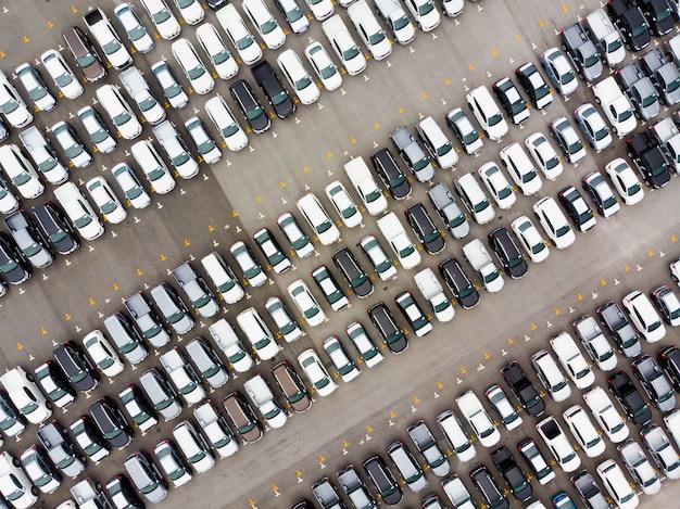 Luftdraufsichtfoto vom fliegenbrummen