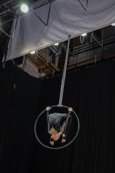Luftgymnastik-wettbewerb unter mädchen.