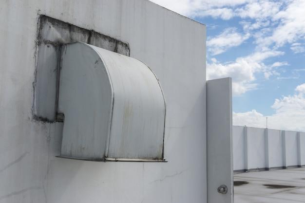 Luftkanal und belüftungssystem der fabrik.