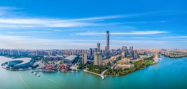 Luftpanoramablick auf die skyline des suzhou lake east financial center