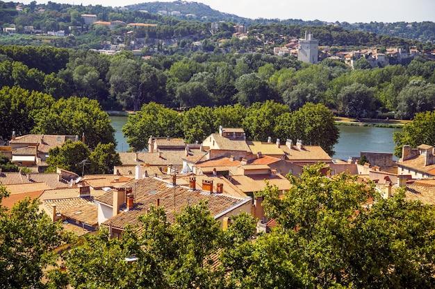 Luftpanoramablick von arles frankreich provence
