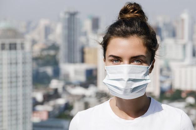 Luftverschmutzung oder virusepidemie in der stadt