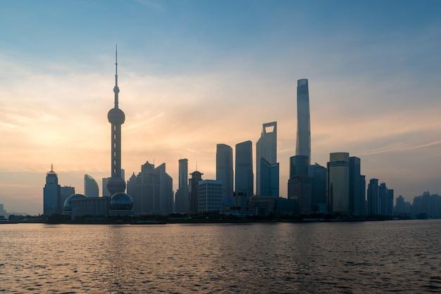 Lujiazui finanz- und geschäftsgebietshandelszone wolkenkratzer am morgen, shanghai china