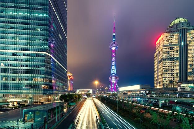 Lujiazui finanz- und geschäftsgebietshandelszone wolkenkratzer in der nacht, shanghai china