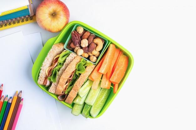Lunchboxsatz schinkenkäsesandwich mit gurke