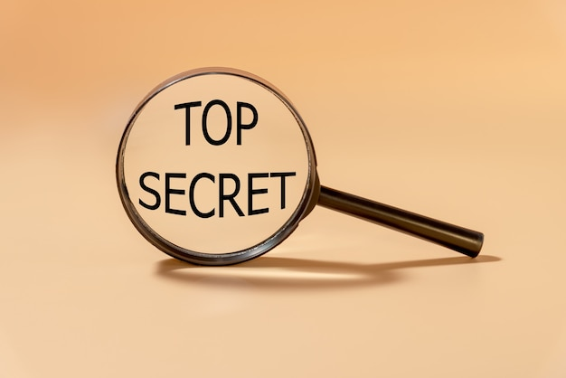 Lupe mit text top secret