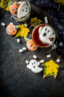Lustige halloween-heiße schokolade